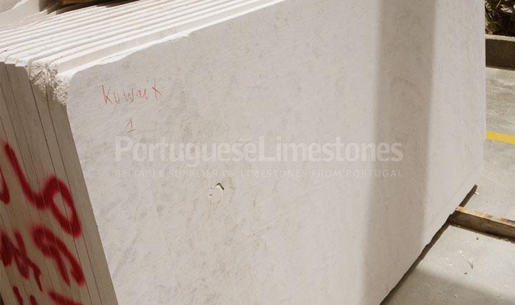 Moca Cream Cross-cut limestone slabs