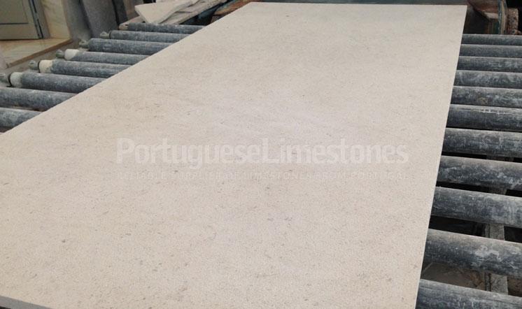 Moleanos Classic limestone panels production
