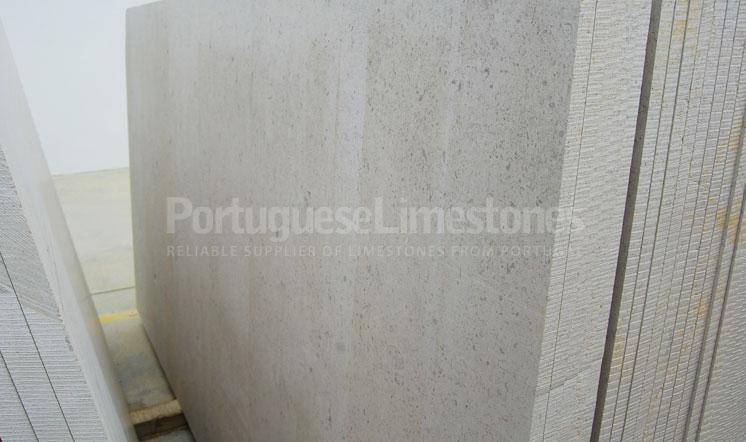 Moleanos Classic limestone slabs