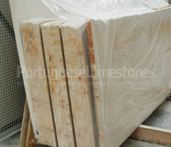 Portuguese limestones slabs packing